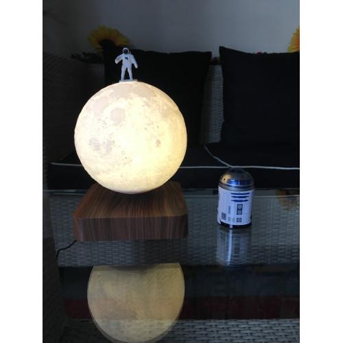 MOONFLIGHT- Globe lunaire  bicolore en lévitation-ambiance
